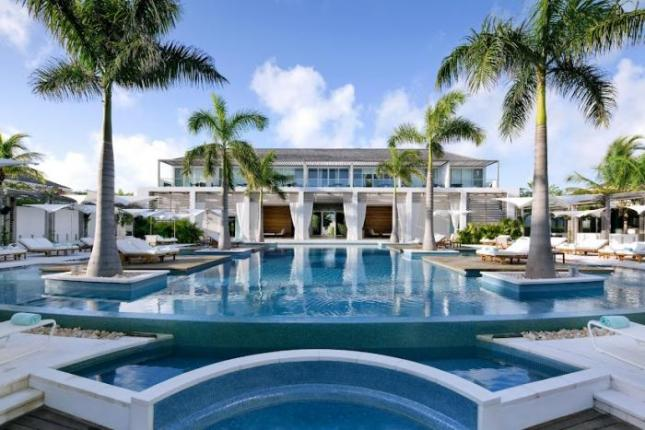 Gansevoort-Dellis-Cay-New-Infiniti-pool-at-day-3
